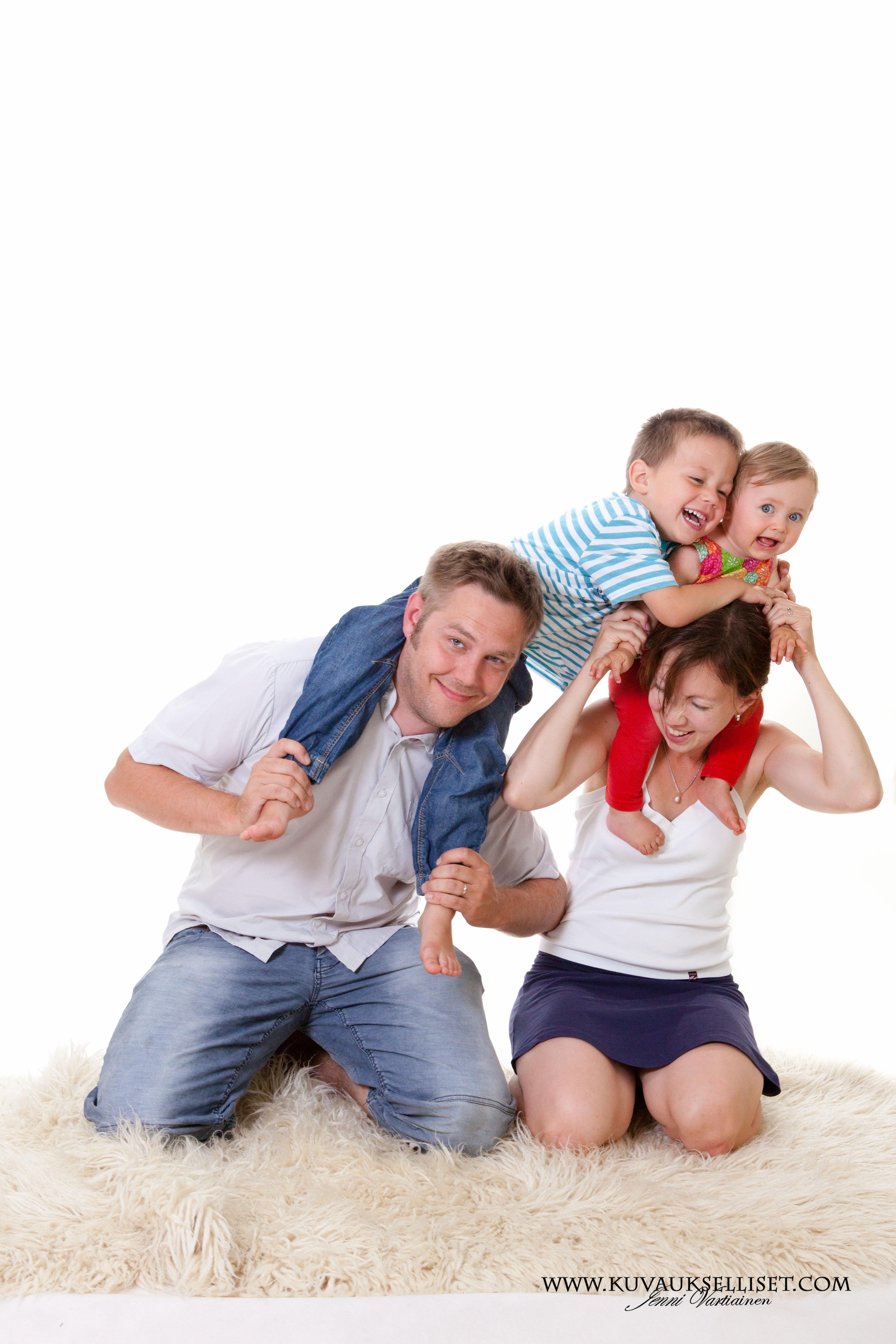 2014.8.13 lapsikuvaus miljöökuvaus perhekuvaus 1-vuotiskuvaus family pictures child photo (5 of 6)