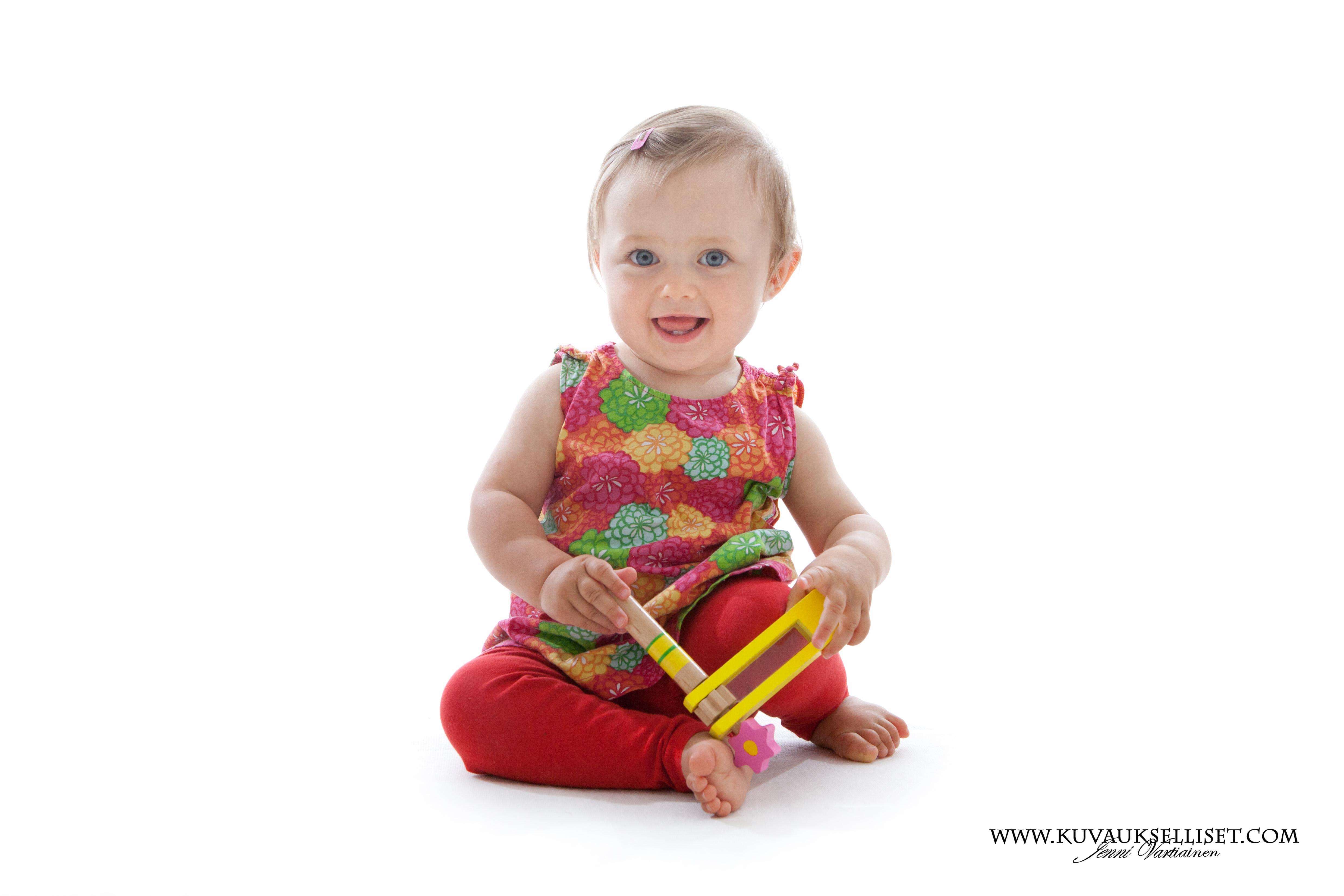 2014.8.13 lapsikuvaus miljöökuvaus perhekuvaus 1-vuotiskuvaus sisaruskuvaus family pictures child photo (3 of 5)