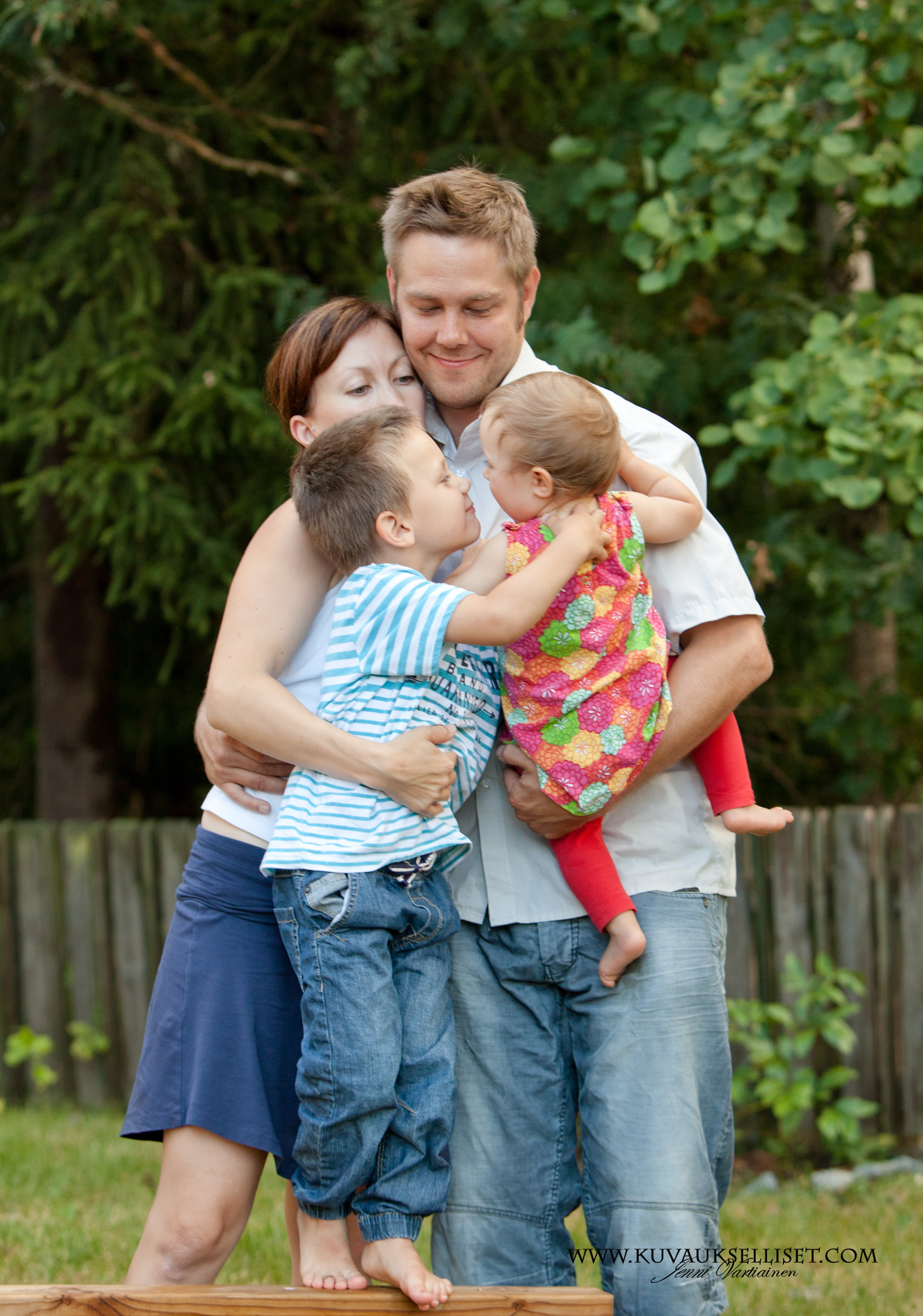2014.8.13 lapsikuvaus miljöökuvaus perhekuvaus sisaruskuvaus family pictures child photoo (5 of 5)