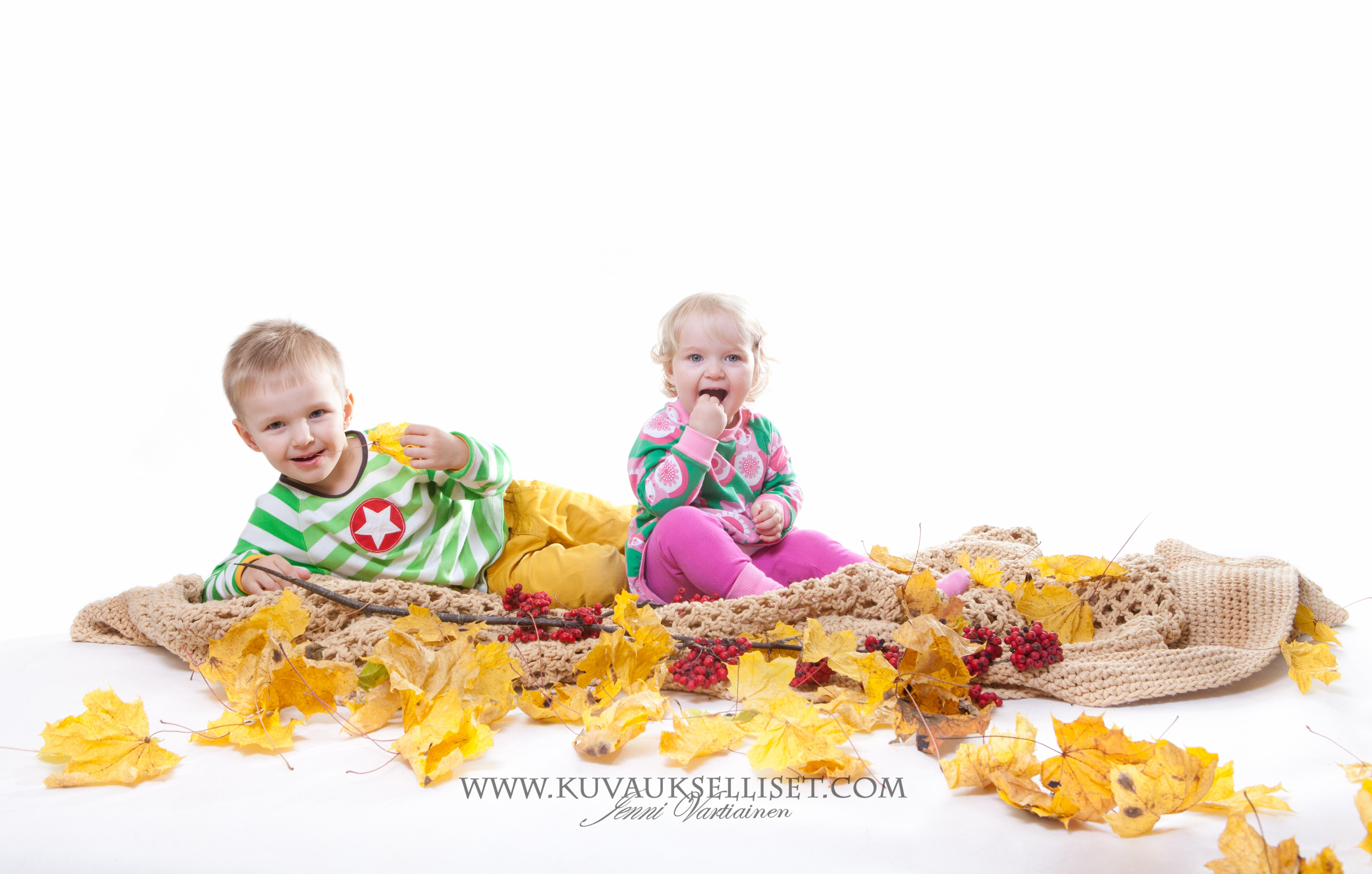 2014.10.19 Perhekuvaus lapsikuvaus studiokuvaus sisaruskuvaus 1-vuotiskuvaus muotokuva-4