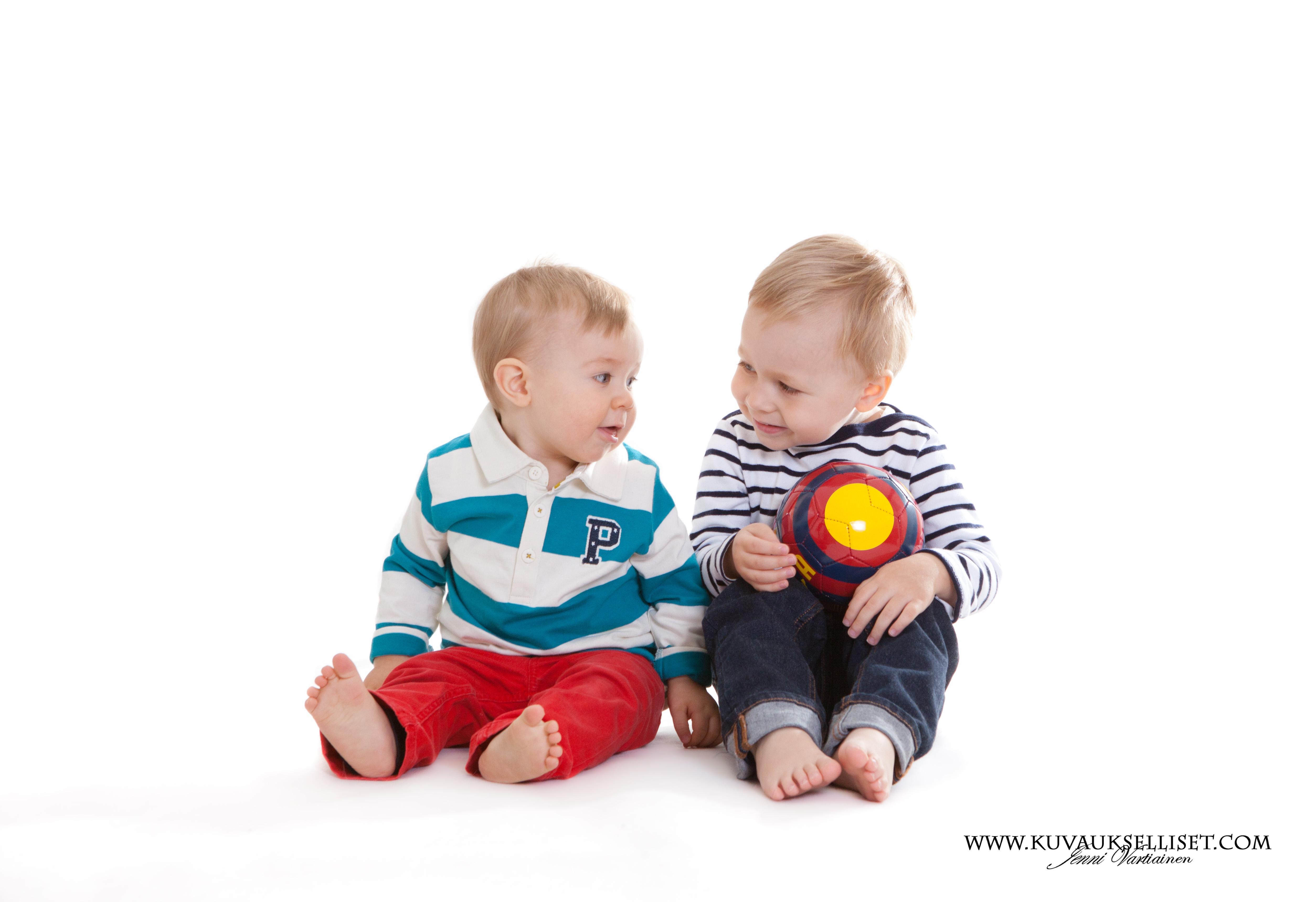 2014.10.6 1-vuotiskuvaus perhekuvaus lapsikuvaus miljöökuvaus perhekuvaus sisaruskuvaus family pictures päiväkotikuvaus-8